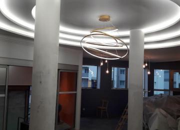 Réalisation d'un plafond avec des préfabriqués Siniat Design